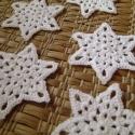 Horgolt hópelyhek III., Dekoráció, Ünnepi dekoráció, Karácsonyi, adventi apróságok, Karácsonyi dekoráció, Hófehér hópelyhek, melyek 100% pamutfonalból lettek horgolva.   A keményítésnek köszönhetően szép, s..., Meska