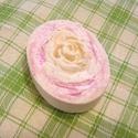 Rózsa szappan kecsketejjel, érzékeny bőrre, Gyerek & játék, Táska, Divat & Szépség, Szépség(ápolás), Krém, szappan, dezodor, Natúrszappan, Ez a rózsaszappan érzékeny , és normál bőrre készült. Az elszappanosításra kókuszolajat, , kakaóvaja..., Meska