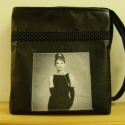 Audrey Hepburn fekete textilbőr táska, Táska, Válltáska, oldaltáska, Patchwork, foltvarrás, Varrás, Fekete színű textilbőrből varrt táska, melyre 1 Audrey Hepburn képet varrtam és fekete alapon tűpet..., Meska