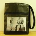 Marilyn Monroe fekete textilbőr táska, Táska, Válltáska, oldaltáska, Patchwork, foltvarrás, Varrás, Fekete színű textilbőrből varrt táska, melyre 1 Marilyn Monroe képet varrtam és fekete alapon tűpet..., Meska