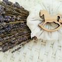 Vintage levendula pánácska, Otthon, lakberendezés, Dekoráció, Asztaldísz,   Régies hímzett anyagot illatos levendula virággal töltöttem, csipke masnival és hintalóval ..., Meska