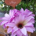 Anyáknapi virágdoboz, Dekoráció, Otthon, lakberendezés, Asztaldísz, Festett tárgyak, Virágkötés, 11*11 cm-es fa ládika, benne selyemvirágok szárazoázisban.  Egyedi, saját készítésű, a képen láthat..., Meska