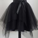 Fekete asszimetrikus tüllszoknya, Ruha, divat, cipő, Női ruha, Ruha, Fekete asszimetrikus szabással készült tüllszoknya. 36-38 méret, hátul húzózárral záródik. Gumis der..., Meska