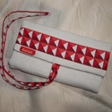 Textil ékszertartó térhatású piros mintával, Ékszer, óra, Ékszertartó, Varrás, Különleges térhatású mintával ellátott anyagból készült ez az ékszertartó. Praktikus utazáshoz vagy..., Meska
