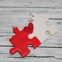 Szerelem puzzle medálok , Ékszer, Medál, Hőre keményedő gyurmából készült barátság, szerelem medálok. Mérete 2,5x2,5 cm. A megfele..., Meska