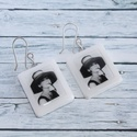 Kalapos Audrey Hepburn fülbevaló, Ékszer, óra, Karkötő, Hőre keményedő gyurmából készült Audrey Hepburn fülbevaló. Mérete 2,5x2 cm. Saját készítésű ezüstözö..., Meska