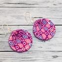 Pink kagyló fülbevaló, Ékszer, óra, Fülbevaló, Hőre keményedő gyurmából készült pink és lila színű  kagyló formájú fülbevaló. Hossza 3 cm. Saját ké..., Meska
