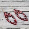 Piros fekete hosszú fülbevaló, Ékszer, Fülbevaló, Hőre keményedő gyurmából készült fülbevaló, a muranoi millefiori üvegtechnikához hasonlóan. Hossza 5..., Meska