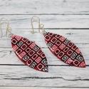 Piros fekete hosszúkás fülbevaló, Ékszer, Fülbevaló, Hőre keményedő gyurmából készült fülbevaló, a muranoi millefiori üvegtechnikához hasonlóan. Hossza 5..., Meska