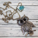 Türkiz gyöngyös antik bagoly nyaklánc, Ékszer, Nyaklánc, Antik hatású, ezüst színű, türkiz üvegygyönggyel díszített bagoly nyaklánc. A lánc hossza 71 cm medá..., Meska