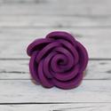 Elegáns lila, ibolya rózsa gyűrű, Ékszer, óra, Gyűrű, Ékszerkészítés, Hőre keményedő gyurmából készült rózsa gyűrű. Elegáns, alkalmi viselet. A mérete állítható, átmérőj..., Meska