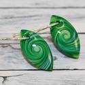 Mini zöld fülbevaló, Ékszer, óra, Mindenmás, Fülbevaló, Hőre keményedő gyurmából készült mini csepp fülbevaló, hossz mindössze 2 cm.   Azoknak ajánlom akik ..., Meska