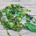 Zöld gyöngyös nyaklánc, Ékszer, óra, Nyaklánc, Hőre keményedő gyurma és különböző zöld gyöngyök kombinációjából jött létre ez az igazán csodálatos ..., Meska