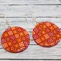 Piros narancs kerek fülbevaló, Ékszer, Fülbevaló, Hőre keményedő gyurmából készült rombusz fülbevaló. Átmérője 3 cm. Saját készítésű antiallergén ezüs..., Meska