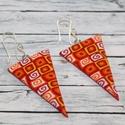 Piros narancs háromszög fülbevaló, Ékszer, óra, Fülbevaló, Hőre keményedő gyurmából készült hosszúkás fülbevaló.Hossza 4 cm. Saját készítésű antiallergén ezüst..., Meska