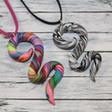 AKCIÓ!! Két kígyó medál egy áráért, fekete és tarka, Ékszer, óra, Medál, Nyaklánc, Egy medál áráért, mely 1400ft két medál kapható. Hőre keményedő gyurmából készült, hossza fekete 5cm..., Meska