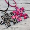 Fekete pink puzzle barátság medálok , Ékszer, óra, Medál, Nyaklánc, Hőre keményedő gyurmából készült barátság medálok. Mérete 2,5x2,5 cm. Darabra is rendelheted őket, v..., Meska