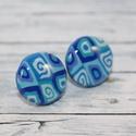 Kék mintás bedugós pötty fülbevaló, Ékszer, óra, Fülbevaló, Hőre keményedő gyurmából készült mintás bedugós pötty fülbevaló. Mérete 1,5 cm. Alapja nikkelmentes...., Meska