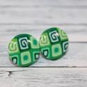 Zöld mintás bedugós pötty fülbevaló, Ékszer, óra, Fülbevaló, Hőre keményedő gyurmából készült zöld csiga bedugós pötty fülbevaló. Mérete 1,5 cm. Ala..., Meska
