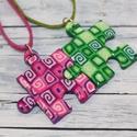 Zöld pink puzzle barátság medálok , Ékszer, óra, Medál, Nyaklánc, Hőre keményedő gyurmából készült barátság medálok. Mérete 2,5x2,5 cm. Darabra is rendelheted őket, v..., Meska