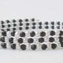 Memória karkötő - fekete, fehér, Ékszer, Karkötő, Fekete és fehér gyöngyökből fűzött, 3 soros memória karkötő.  A fém alap átmérője 7 cm. Felvenni nag..., Meska