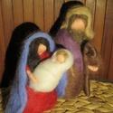 Mária, József és kis Jézus (egyszerűbb változat), Dekoráció, Képzőművészet, Otthon, lakberendezés, Baba-és bábkészítés, Nemezelés, Waldorf jellegű, tűnemezelt technikával készült figurák. Magasságuk kb 10 cm.   Alapanyaguk jó minő..., Meska
