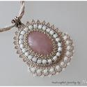 Rózsakvarc romantikus köntösben, Egy különleges, tiszta, belsejében márványos ...