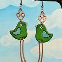 Zöldike, zöld madár, madár fülbevaló, madaras fülbevaló, zöld madaras fülbevaló, Ékszer, óra, Fülbevaló, Zöld madár. Zöldikéről, kertjeink kedves énekesmadaráról mintáztam. Kedves, vidám hangulat..., Meska