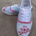 Egyedi, kézzel festett vászoncipő, Ruha, divat, cipő, Cipő, papucs, Festett tárgyak, Mindenmás, Fehér színű, vászon anyagú cipő, amelyre textilfestékkel, szabad kézzel festettem. A cipő 39-es mér..., Meska