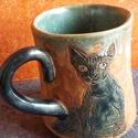 Kopasz kék macska, Konyhafelszerelés, Otthon, lakberendezés, Állatfelszerelések, Bögre, csésze, Kerámia, Ez egy balkezeseknek ivás közben is csodálható bögre.  Kézzel, egyedileg formált és rajzolt  minden..., Meska