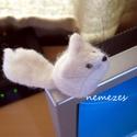 nemez fehér róka figura, Játék, Mindenmás, Játékfigura, Nemezelés, Fehér gyapjúból nemezeltem a kis rókát.  Majdnem 4 cm magas :) ! Dísznek, játékfigurának szántam. S..., Meska