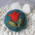 tulipános nemez szappan, Képzőművészet, Szépségápolás, Textil, Vegyes technika, Nemezelés, Varrás, Enyhe illatú szappant nemezeltem be finom szalaggyapjúval. A díszítést tűnemezeléssel készítettem, ..., Meska