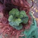 VIRÁGOSAN - NEMEZESEN :) - zöld nemez virág hajdísz, ruhadísz , Ékszer, Ruha, divat, cipő, Bross, kitűző, Hajbavaló, Nemezelés, Varrás, Három színű zöld gyapjúból nemezeltem a virágot. Gyöngyöztem, kitűző alapra illesztettem. Nagyon fi..., Meska