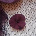 Legyen virág .... lila boldogság - nemez kitűző, Ékszer, Ruha, divat, cipő, Bross, kitűző, Kendő, sál, sapka, kesztyű, Nemezelés, Varrás, Minden kabáton legyen virág - és kendőn, táskán, kalapon, pulóveren .....hogy mosolyogjon.... :)  B..., Meska