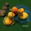 három kis kacsa - nemez figurák, Játék, Játékfigura, Kisgyermek kézbe illeszkedő kacsákat nemezből készítettem. Gyöngy szemmel csodálkoznak.   A ..., Meska