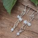 Art nouveau szivárvány holdkő ezüstözött fülbevaló, Ékszer, Esküvő, Fülbevaló, Esküvői ékszer, Kecses, könnyű, elegánsan látványos fülbevaló szivárvány holdkő gyöngyökkel. Felületkezelt, nikkelme..., Meska
