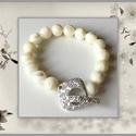 Gyöngyök fehér anyja karkötő, 1 cm-es, magas minőségű természetes féldrágakövekből, Ékszer, Karkötő, Gyöngyök fehér anyja, 1 cm-es, gömb alakú magas minőségű természetes féldrágakövekből.  Különleges r..., Meska