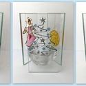Egyedi karácsonyi üveg mécsestartó, Otthon & lakás, Karácsony, Dekoráció, Ünnepi dekoráció, Karácsonyi dekoráció, Üvegfestéssel díszített mécsestartó, három oldalú. Az oldalak mérete: 6,5cmX12cm , Meska