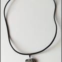 Egyedi, természetes bőr nyaklánc dalmata jáspis ásvány függővel, Ékszer, Nyaklánc, Egyedi, természetes bőr nyaklánc ásvány függővel Mérete: 48cm /kérésre kisebbre tudom venni/  Nézz s..., Meska