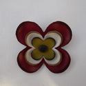 Bőr kokárdavirág, Ékszer, Kokárda, Bross, kitűző, Ezt a kis virágot bőrből készítettem nemzeti színeinkkel.  Igazán egyedi kokárda.  A virág ..., Meska