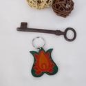 Tulipános kulcstartó (zöld), Magyar motívumokkal, Mindenmás, Kulcstartó, Ezt a kulcstartót 4 mm vastagságú marhabőrből készítettem. A mintát kézzel festettem rá bőrfestékkel..., Meska