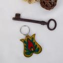 Tulipános kulcstartó (sárga-zöld), Magyar motívumokkal, Mindenmás, Kulcstartó, Ezt a kulcstartót 4 mm vastagságú marhabőrből készítettem. A mintát kézzel festettem rá bőrfestékkel..., Meska