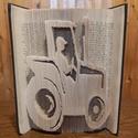 Könyvszobor traktor, Otthon & Lakás, Dekoráció, Könyvszobor, Papírművészet, Kedvenceim közé tartozik a motívumok megjelenítése! Ez a könyvszobor bármilyen mintával kérhető. Ne..., Meska