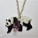 AKCIÓS! Panda ametiszttel - rajzolt nyaklánc, Ékszer, Medál, Nyaklánc, Fehér zsugorfóliára rajzoltam ezt a pandát, majd sütöttem, lakkoztam és végül néhány darab ametisztt..., Meska