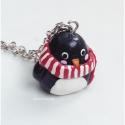 Pingvin - süthető gyurma medál , Cuki pingvin készült sállal a nyakában. Süthe...