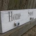 Home Sweet Home feliratú fogas, Mindenmás, Otthon, lakberendezés, Mindenmás, 73x12cm-es, fa alapra készült masszív fogas. Postázni tudom, illetve Kecskeméten személyesen is átv..., Meska