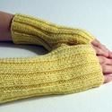 Minot- kézmelegítő. Meleg, puha, bordás mintás rövid, kötött kézmelegítő/ ujjatlan kesztyű, Ruha, divat, cipő, Kendő, sál, sapka, kesztyű, Kesztyű, Kötés, Világos sárga színű, 100% akril fonalból, bordás mintával kötött, puha kézmelegítő.   Jó szolgálato..., Meska