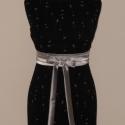 Fekete -ezüst alkalmiruha, Ruha, divat, cipő, Női ruha, Öv, Varrás, Fekete ezüst mintájú csónaknyakú bélelt mini alkalmi ruha derékra köthető ezüst szatén övvel. Ajánl..., Meska