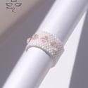 Habcsók gyűrű, Ékszer, Gyűrű, Rózsaszínnel irrizáló japán delica üveggyöngyökből fűztem ezt a gyűrűt, melyet 4 darab átlátszó halv..., Meska