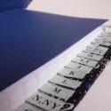 Telefonregiszter, Naptár, képeslap, album, Jegyzetfüzet, napló, Cérnafűzött, kézi kötésű telefonregiszter.    Borítója virágos textillel bevont keménytá..., Meska